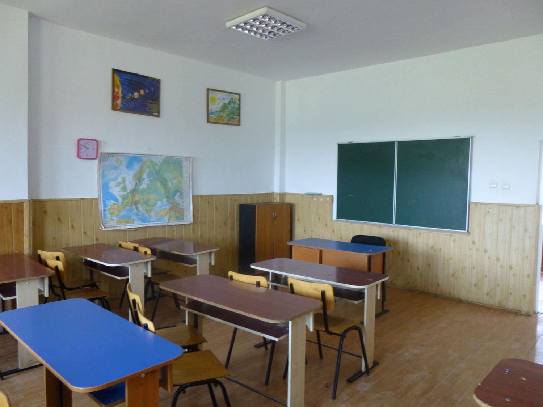 Vizită la școala din Dârvari